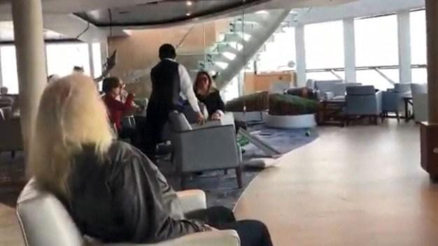 Video: crucero se sacude violentamente y adentro se mueve todo