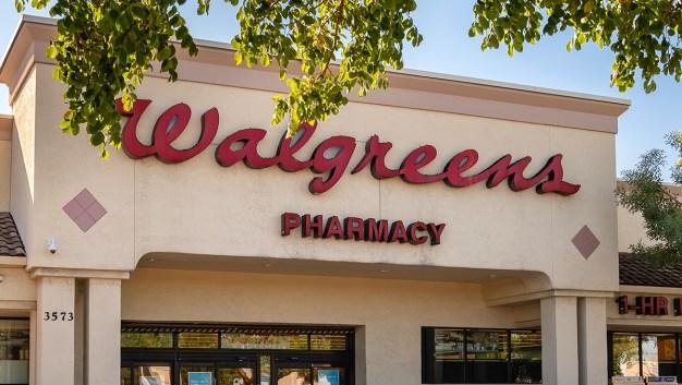 Walgreens eleva la edad para comprar tabaco