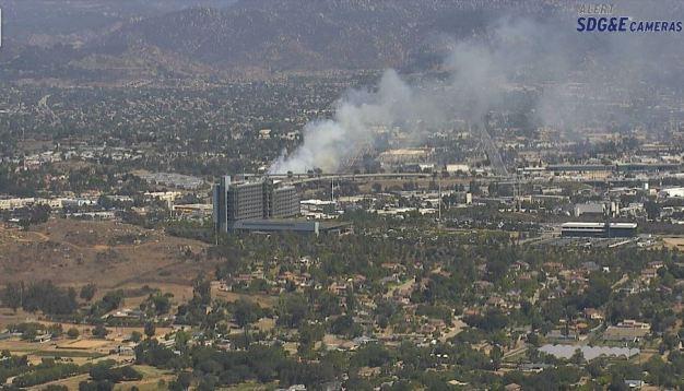 Apagan incendio de maleza en I-15 cerca de Escondido