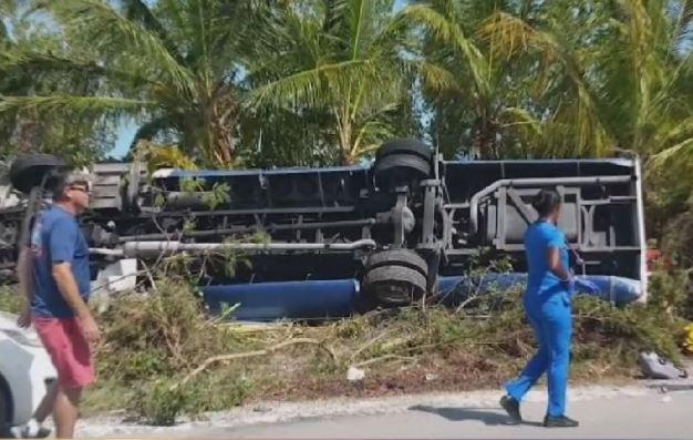 Bahamas: autobús con pasajeros de Carnival se vuelca
