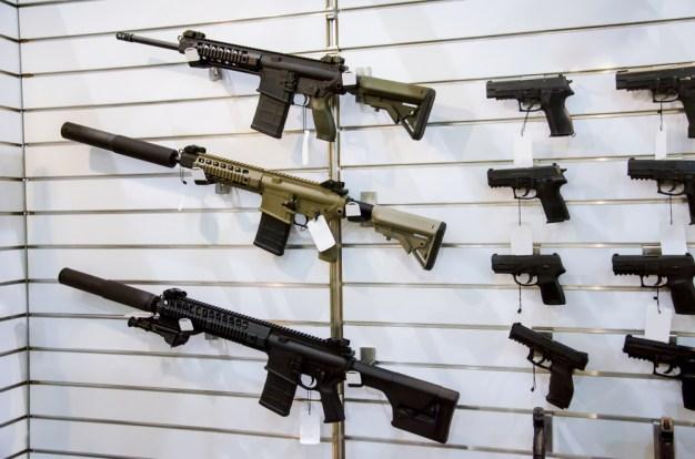 Control de armas, clave en el tercer debate demócrata