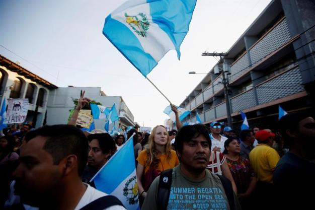 Guatemala: bloquean vías en rechazo al presidente Morales