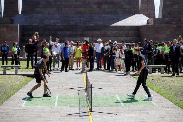 El más divertido partido de Federer, en la Mitad del Mundo