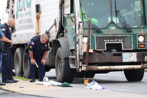 Peatón impactado por camión de basura en Lynn