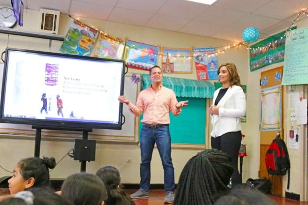Niños del Tiempo: Visita a escuela de Brentwood