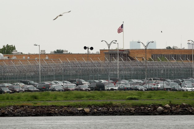 Votan para cerrar la polémica cárcel de Rikers Island