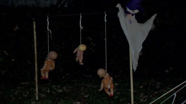 """""""Bebés"""" ahorcados decoraron casa de Nueva Jersey"""