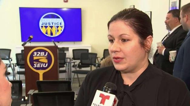 Trabajadores hispanos de limpieza demandan pago justo