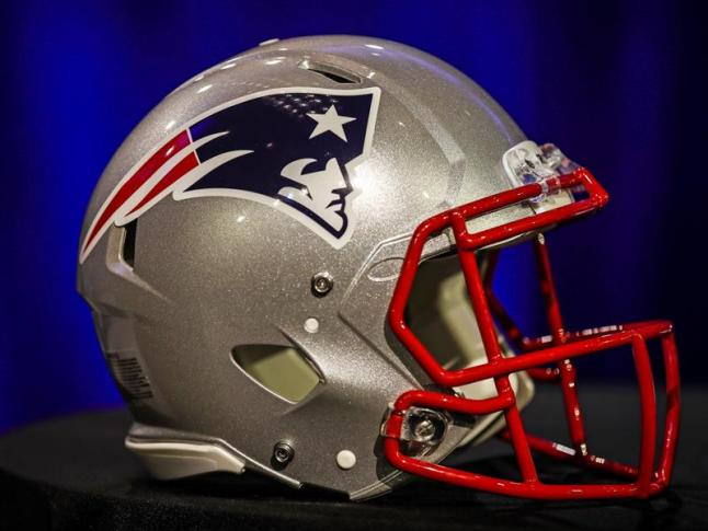 McDaniels rechaza la oferta de Colts y sigue con Patriots