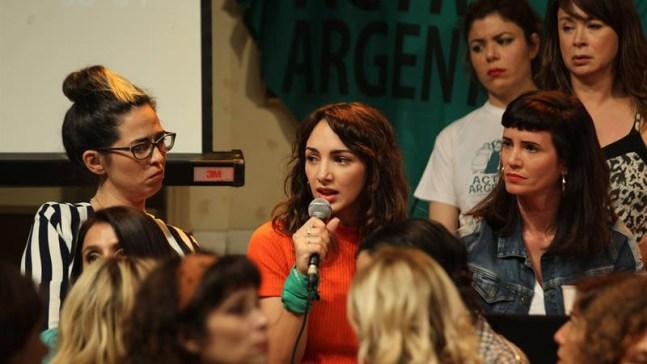 Actriz dice que actor la violó cuando ella tenía 16 años