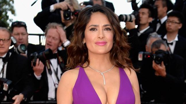 """Fotos: Salma sorprende con inusual """"topless"""" en hospital"""