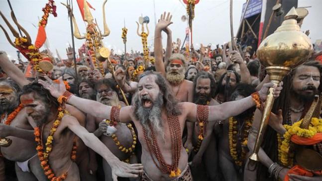 Desnudos, millones de fieles lavan sus pecados