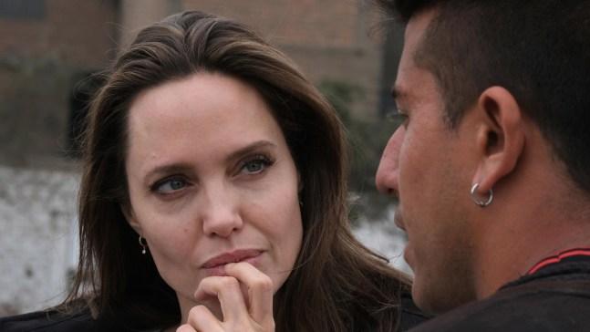 Jolie visita a migrantes venezolanos en Lima
