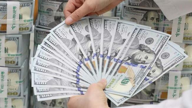 Mujer devuelve un millón de dólares que el banco le ingresó por error
