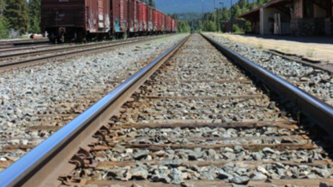 Oficiales: Intruso impactado por tren