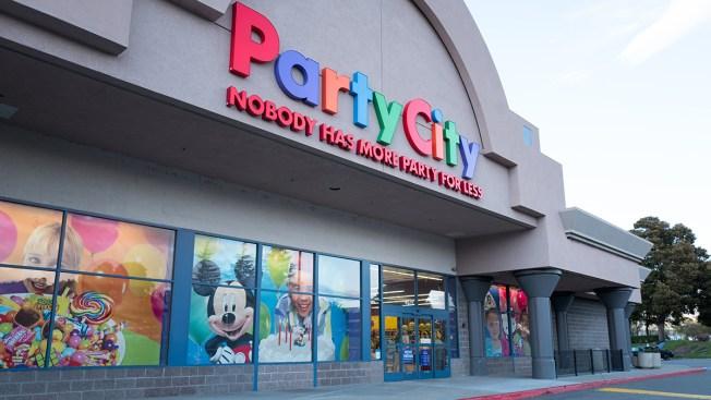 Party City cierra tiendas tras escasez de helio