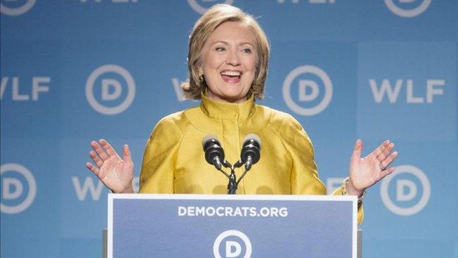 Exigen en corte los correos de Clinton