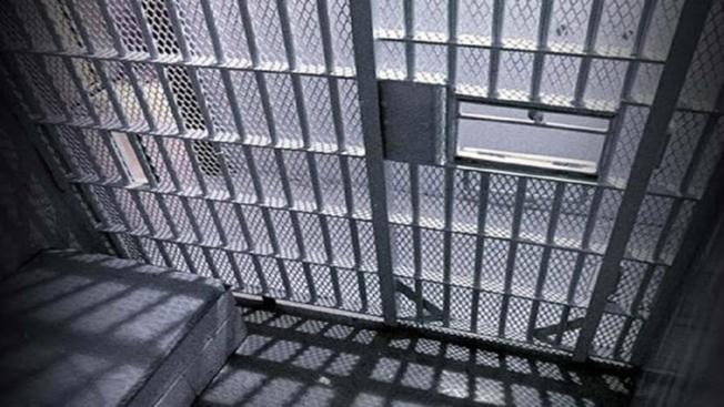 Buscan permiso para obligar recluso a comer