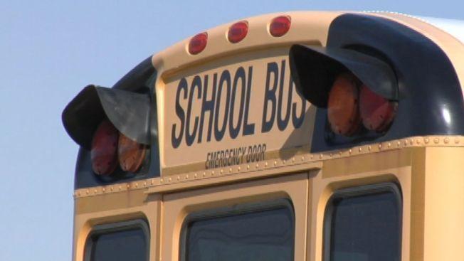 Bus escolar en llamas causa el cierre del Cross Bronx