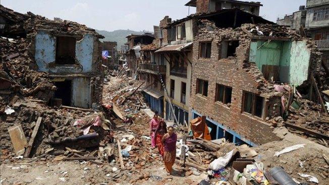 Nepal vuelve a temblar y mueren 37 personas