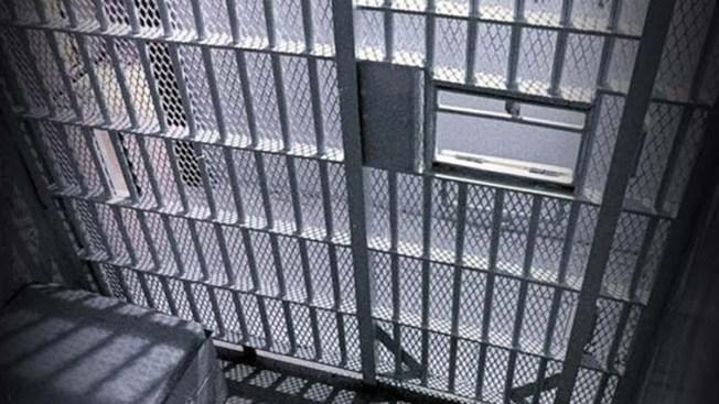 Hombre enfrenta 18 años de prisión por golpear a un adolescente