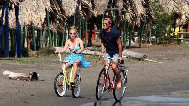 """Carlos Vives y Shakira estrenan """"La bicicleta"""""""
