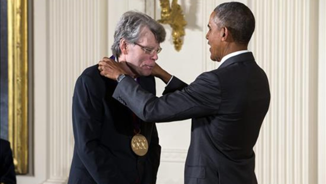 Obama premia a Stephen King y a Miriam Colón