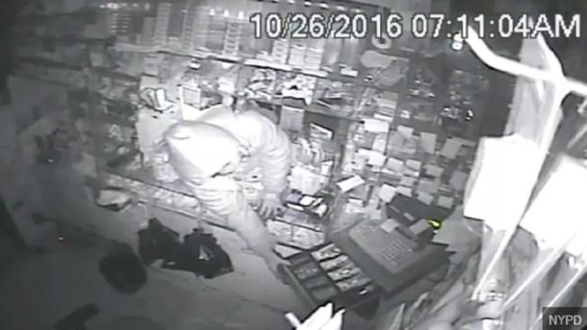 Buscan lardones de cajeros automáticos en Queens