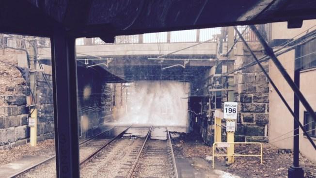 Un caos por tubería rota sobre vía MBTA