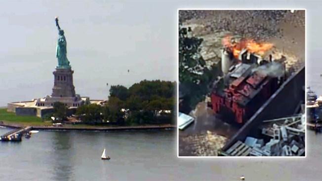 Evacúan Liberty Island ante explosión de tanques de gas propano