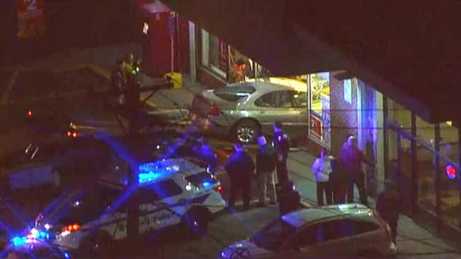 Dos heridos tras choque contra una tienda