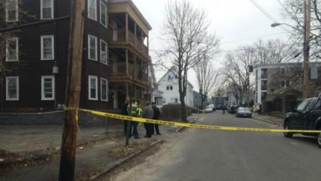 Investigan homicidio en vivienda multifamiliar