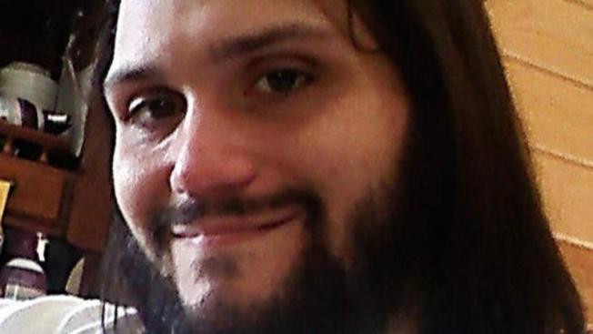 Atrapan fugitivo acusado de matar a sus padres