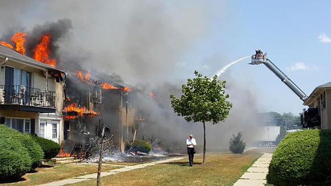 Fuego arrasa con complejos en el Jersey Shore