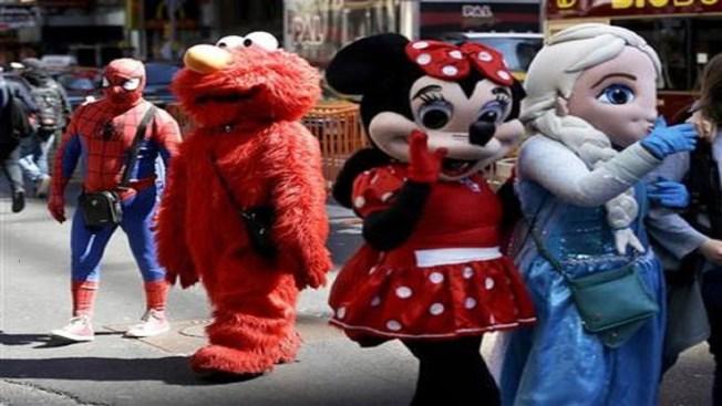 Nueva York: los personajes de Times Square deberán comportarse