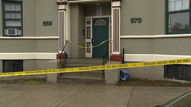 Investigan apuñalamiento fatal en Boston