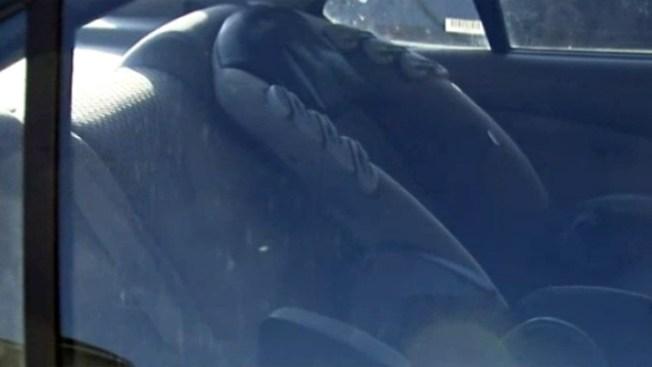 Madre acusada de dejar a su bebé en auto para ir de compras