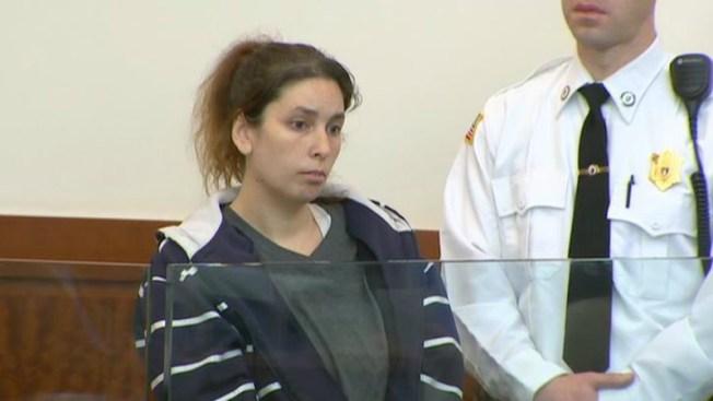 Erika Murray niega que mató a dos de sus bebés