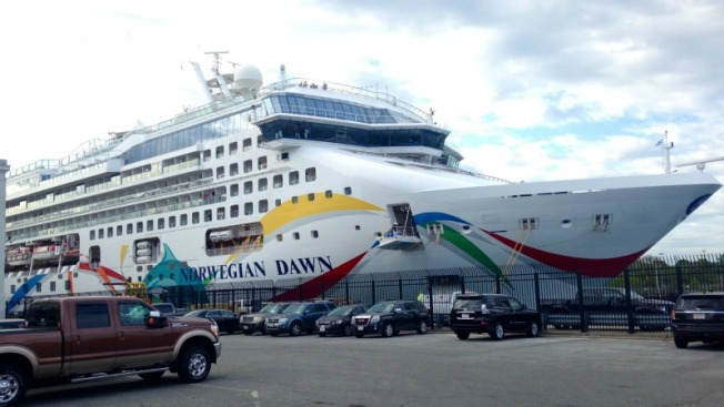 Llega a Boston crucero que encalló en Bermuda
