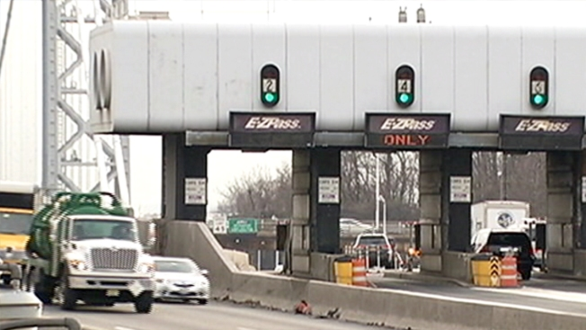 Frenan a camionero por no pagar más de $13,000 en peajes