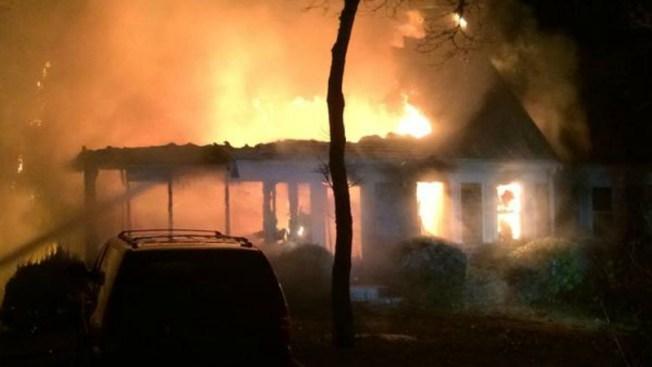 Persona muere en casa destruida por incendio