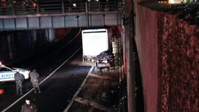 Accidente vehicular deja dos muertos en Queens