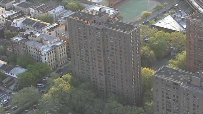 Hombre hispano muere apuñalado en El Bronx