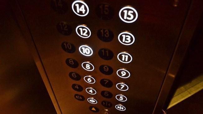 Hombre muere aplastado por un elevador