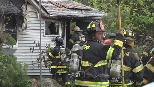 Pistolero incendia casa tras balear a hombre y sus mascotas
