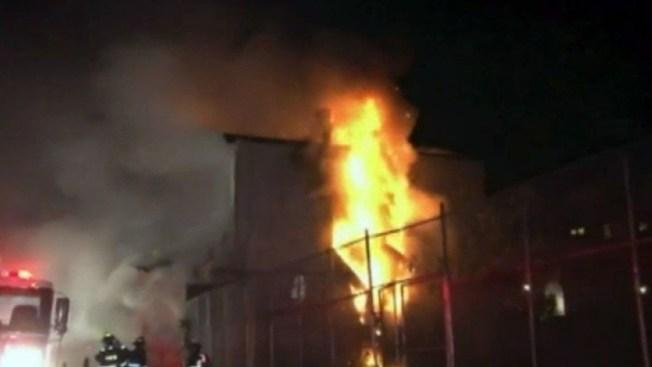 Incendio deja desplazados en Westchester