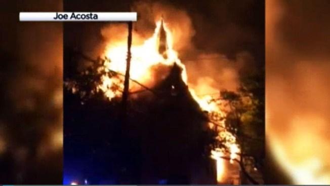 Iglesia arde en llamas en Staten Island