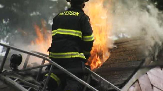 Paterson: Incendios dejan más de 30 desplazados