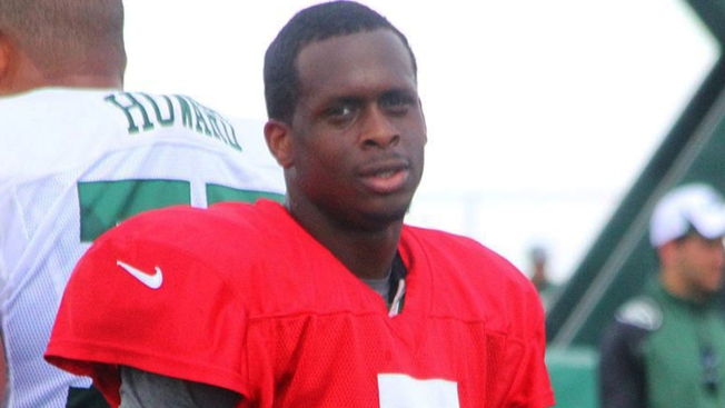 Compañero manda a Geno Smith al hospital