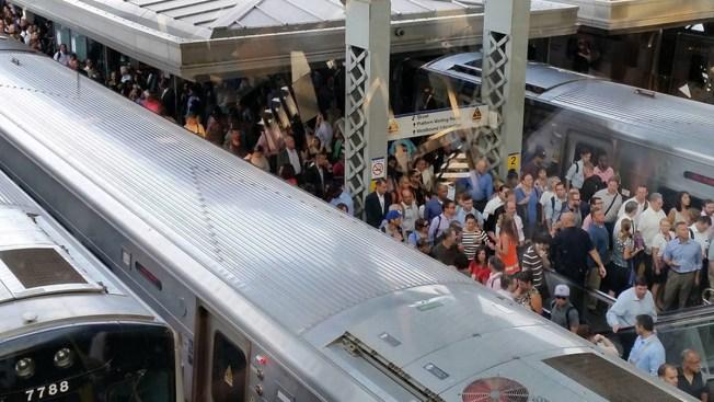 Miles varados por fallas en el servicio del LIRR